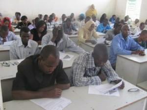 © journaldutchad.com Candidats repêchés en train de repassés les épreuves. source: journaldutchad.com