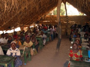Une salle de classe rudimentaire à Gounou-Gaya au Sud du Tchad.