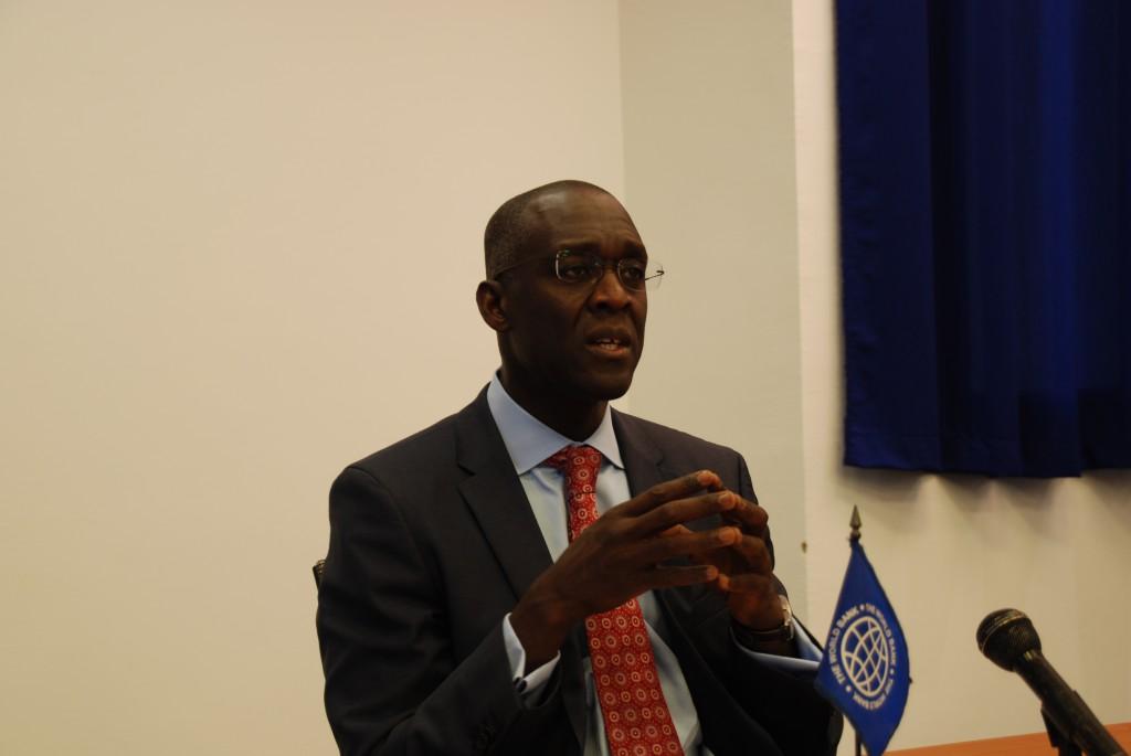 Le vice-président de la Banque Mondiale pour l'Afrique, M. Makhtar Diop lors de la conférence de presse