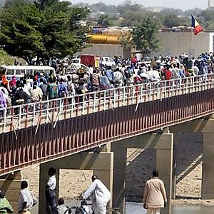 Le pont de Nguéli à la frontière entre le Tchad et le Cameroun